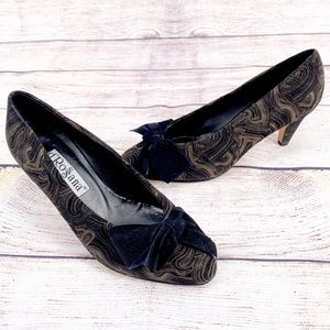D'Rossana By Charna Vintage Suede Swirl Bow Heels